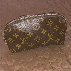 louis vuitton woman cosmetic bag